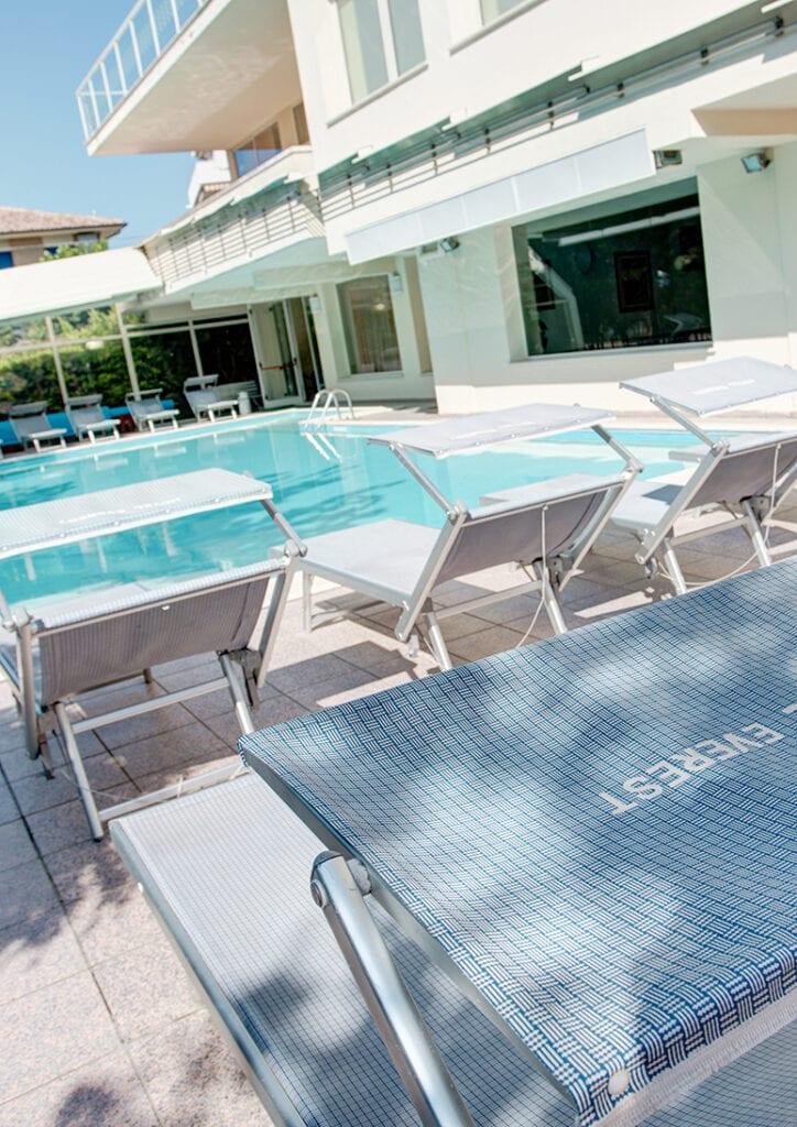 hotel everest 3 stelle con piscina a pinarella di cervia in romagna