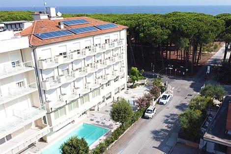 Hotel Everest 3 stelle con piscina a pinarella